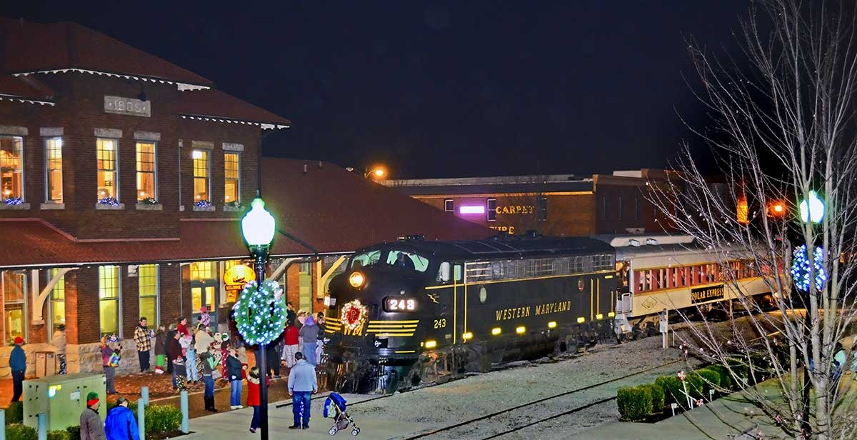 Take a Magical Trip on These Holiday Train Rides - Vagabond Summer